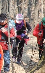 관절예방하는 등산 꿀팁...스트레칭과 무릎보호대, 등산스틱만 준비해도 예방 가능